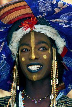Wodaabe Man, Niger ©Kerry M Halasz African Tribes, African Art, African Dolls, Black Is Beautiful, Beautiful People, Tribal Face, Tribal People, African Culture, Portraits
