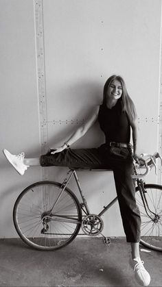 Bike Photography, Creative Portrait Photography, Photography Editing, Fixi Bike, Bicycle Girl, Bike Photoshoot, Best Photo Poses, Stylish Girls Photos, Poses For Pictures