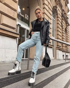 Doc Martens have been in style for almost 60 years, discover what made them so popular. We also discuss how to wear them in style! Combat Boot Outfits, Winter Boots Outfits, Casual Fall Outfits, Winter Fashion Outfits, Look Fashion, Trendy Outfits, Fashion Models, Girl Outfits, High Fashion