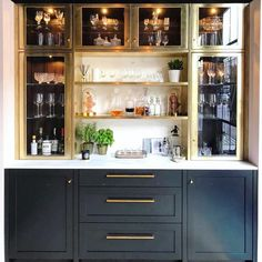 65 Best and Cool Home Bar Design Confused to make a bar room? On the topic of design for our favorite home is to discuss the design of the bar room that will be in our home. Diy Home Bar, Home Bar Decor, Bars For Home, Modern Home Bar, In Home Bar Ideas, Home Wet Bar, Mini Bar At Home, House Ideas, Bar Interior