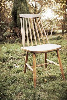 Przedstawiamy najciekawsze krzesła rodem z Polski, które z powodzeniem będą stanowić wartościowy element wystroju mieszkania czy domu. Furniture Projects, Furniture Design, Bauhaus Furniture, Dining Table Chairs, Mid Century Design, Vintage Furniture, Interior Inspiration, Teak, New Homes