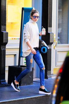 BS Kim, ne giydi? #OliviaPalermo √ http://brnstr.co/1Pic1rP #WestwardLeaning güneş gözlüğü; #Givenchy Antigona Çanta; #Fendi O-Letter Pompom Çanta Ponponu; #Santosh Kazak; #AGjeans; #SolSana Ayakkabı.