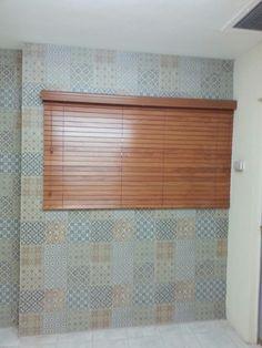 Las persianas de madera son extremadamente atractivas y populares, añadiendo un toque de belleza natural al hogar o a la oficina. Solicita tu presupuesto sin compromiso a los tel 2613372 y el cel 6621810545 acudimos a cualquier punto de la ciudad.