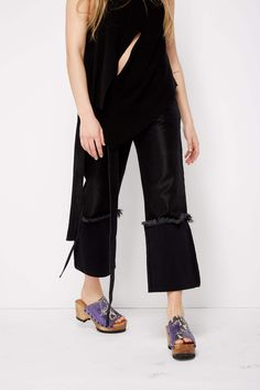Shiny black boyfriend style jeans with straps