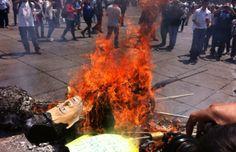 http://revoluciontrespuntocero.com/pena-nieto-en-llamas-diadelostrabajadores/ Peña Nieto 'en llamas': #DíadelosTrabajadores