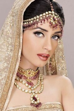 Iman Ali Bridal Makeover Shoot By Ather Shahzad Pakistani Hair Jewelry, Pakistani Bridal Makeup, Indian Bridal Jewelry Sets, Bridal Jewellery, Indian Jewelry, Bridal Accessories, Wedding Jewelry, Bridal Makeover, Braut Make-up