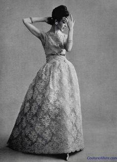 Princesses - Lace evening gown by Jean Patou ♥ 1960 1960s Fashion, Fashion Models, Vintage Fashion, Classic Fashion, Vintage Style, Vintage Glamour, Vintage Beauty, Vintage Vogue, Vintage Gowns