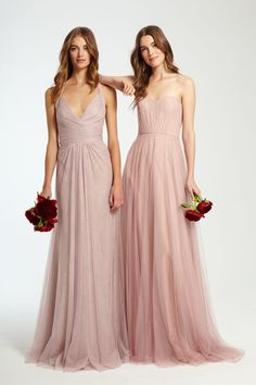 Light raspberry-colored bridesmaid dress with halter neck and ...
