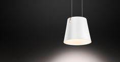 De FEZ D hanglamp van Baltensweiler zweeft aan twee fijne draden vrij in de ruimte. Het heldere licht uit de reflector feurt iedere tafel of toonbank op. FEZ D heeft twee LED's, één naar beneden en één naar boven.