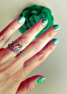 Click and get this colorful nail art!