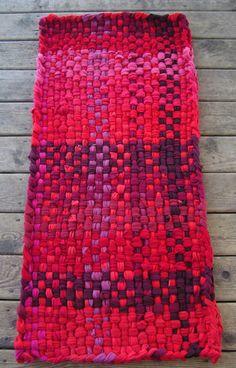 Potholder rug, Rag rugs, Country decor, T-shirt rug,Woven rag rugs,Hand woven rugs,Recycled t-shirts,Handwoven rag rugs,Country rag rug, 2x4 by ChunkyRagRugs on Etsy https://www.etsy.com/listing/183978748/potholder-rug-rag-rugs-country-decor-t