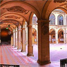 Bologna, l' Archiginnasio da un'altra prospettiva, foto di Marco Nenzioni