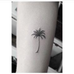 Small palm tree tattoo finger 58 New ideas Trendy Tattoos, Small Tattoos, Tattoos For Guys, Cool Tattoos, Tatoos, Palm Tree Tattoo Ankle, Tree Tattoo Men, Small Palm Trees, Small Palms