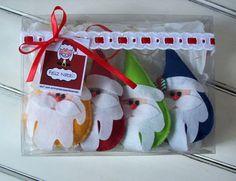 Enfeite de Natal para incrementar sua decoração ou para presentear. <br>Apresentação em caixa decorada com 4 unidades. <br>Disponível nas cores vermelho, amarelo, azul, verde e celeste. <br>Escolha as suas ´preferidas no seu pedido