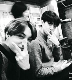 Jongin Sehun'un fotoğraflarına fütursuzca yorum yapmaya başlar. #hayrankurgu # Hayran Kurgu # amreading # books # wattpad
