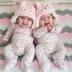 Is there something cuter than a baby? Yes: beautiful twin babies. So Cute Baby, Cute Baby Twins, Cool Baby, Twin Baby Girls, Twin Babies, Cute Baby Clothes, Little Babies, Baby Kids, Adorable Babies