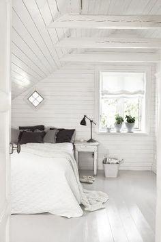 Red and blue bedroom as inspiration by amie Gray and white bedroom with brick wall White room.lovely bedroom A frame for photos. Serene Bedroom, Beautiful Bedrooms, Dream Bedroom, Wood Bedroom, Calm Bedroom, Airy Bedroom, Summer Bedroom, Bedroom Simple, Apartment Bedroom Decor