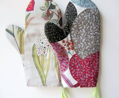 Comfortable Heat safe Hand made kitchen mittens ready di JolantaPF, $29.00