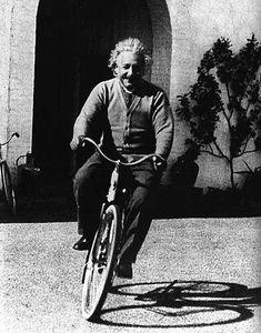 albert-einstein-on-bike.jpg (400×510)
