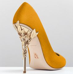Ralph and Russo Shoes: Eden Pump Fancy Shoes, Pretty Shoes, Beautiful Shoes, Cute Shoes, Prom Heels, Pumps Heels, Stiletto Heels, High Heels, Bride Shoes