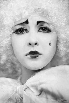 Clown Circus photography by Ashot Gevorkyan Es Der Clown, Le Clown, Clown Faces, Circus Clown, Pierrot Costume, Pierrot Clown, Dark Circus, Mime Makeup, Costume Makeup