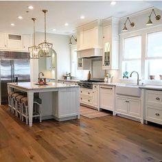 New Classic White Kitchen – Renovation Inspiration - Home Bunch Interior Design Ideas Farmhouse Interior, Modern Farmhouse Kitchens, Home Interior, Home Kitchens, Dream Kitchens, Kitchen Furniture, Kitchen Decor, Kitchen Renovation Inspiration, Kitchen Trends