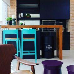 Espaço gourmet contemporânea, pequeno espaço muito bem aproveitado .. destaque para a composição de cores e para o tonel que é uns elemento queridinho do momento .. #inspira #ideias #inspire #instahome #inspidecor #instalike #instagood #instafollow #instalike #casa #home #house #dream #archilovers #architecture #arquitetura #arquitecture #decor #decoracao #interiores #decors #estilodevida
