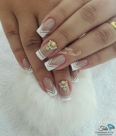 To complete the fashion of French nails, a true classic of the manicure, now it is the turn of the S Nail Art Designs Videos, Ombre Nail Designs, Dope Nails, Fun Nails, Nail Jewels, Different Nail Designs, Neutral Nails, Cute Acrylic Nails, Bridal Nails