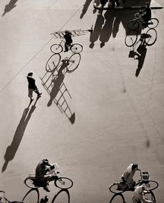 Shadow and shapes Photo by Erik Petersen. Black White Photos, Photo Black, Black And White Photography, Street Photography, Art Photography, Photography Reflector, Shadow Photography, London Photography, Photography Backdrops