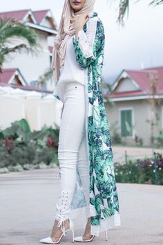 Arabic Style : Hijab Fashion solace Hijab Fashion Sélection de looks te FameDubai Magazine Hijab Fashion 2016, Abaya Fashion, Modest Fashion, Fashion Outfits, Fashion Wear, Winter Fashion, Islamic Fashion, Muslim Fashion, Indian Fashion