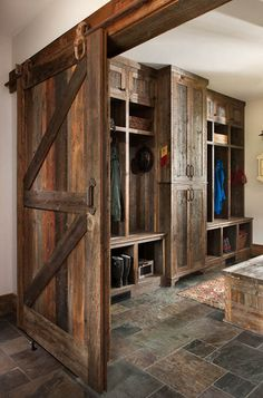 Rustic Kitchen Ideas - Do you want to escape the hectic city life? This write-up includes 30 countrified kitchen designs that include a stunning rustic design to your kitchen . Rustic house 30 Most Popular Rustic Kitchen Ideas You'll Want to Copy City Apartment, Rustic Closet, Rustic Design, Rustic Kitchen, Western Kitchen, Country Kitchen, Log Homes, Barn Wood, Rustic Barn