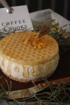 "Secret of Maru-san's ""Honey Maple Cake""-macaroni – Pastry World Cute Desserts, Sweets Recipes, Cafe Food, Food Menu, Desserts Japonais, Maple Cake, Best Food Ever, Japanese Sweets, Cake Decorating"