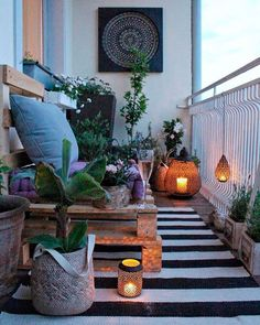 Cozy Balcony Decorating Ideas A cozy and modern balcony is a dream for people living in apartments. Do you find one you like here?A cozy and modern balcony is a dream for people living in apartments. Do you find one you like here? Modern Balcony, Small Balcony Decor, Small Balcony Garden, Small Balcony Design, Patio Design, Balcony Ideas, Balcony Gardening, Small Balconies, Patio Ideas