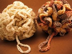 The Perfect Loofah Crochet Pattern -- It can even be washed in the laundry! -- This is a fun pattern to make, but you have to use the exact kind of yarn she uses or it will just turn into a big soggy blob in the shower. All Free Crochet, Crochet Home, Knit Or Crochet, Crochet Gifts, Learn To Crochet, Knooking, Crochet Vintage, Knitting Patterns, Crochet Patterns