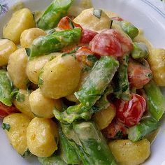 Gnocchi Salat, Fruit Salad, Potato Salad, Veggies, Lunch, Ethnic Recipes, Food, Pork Sirloin Recipes, New Recipes