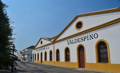Fachada de las bodegas de Grupo Estévez en Jerez de la Frontera.