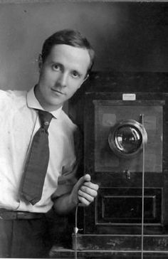 Edward WESTON :: Self-Portrait with Box Camera, 1910