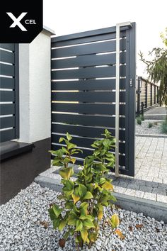 // Modern aluminum fence from Arete Horizon Fence Wall Design, House Main Gates Design, Modern Fence Design, Steel Gate Design, Front Gate Design, Door Gate Design, Modern House Design, Modern Gates, Casa Patio