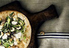 Broileri-papu-pähkinäwrapit | Kuntoplus.fi Parmesan, Tacos, Dinner Recipes, Wraps, Mexican, Cooking, Ethnic Recipes, Food, Kitchen