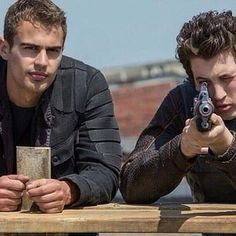 Four: **stares** are you going to hit the target yet Peter? Divergent Hunger Games, Divergent Fandom, Divergent Trilogy, Tris And Tobias, Tris And Four, Theo James, Tris Et Quatre, Divergent Insurgent Allegiant, Veronica Roth