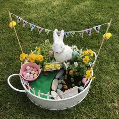 Miniature Easter Garden with Easter Bunny, Easter Egg hunt and bunting. Lovely Easter craft for kids! crafts for elderly Garden Ideas Eyfs, Garden Crafts For Kids, Easter Crafts For Kids, Easter Eggs, Easter Bunny, Easter Bonnets, Easter Tree Decorations, Easter Garden, Holiday Club