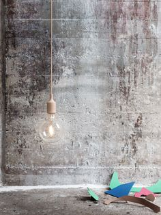 E27 has become a Muuto icon: A striking naked bulb that plays with the subtle aesthetics and simplicity of industrial design. The lamp can be used as a single light source, in pairs, rows or even in clusters to create a modern Scandinavian chandelier.