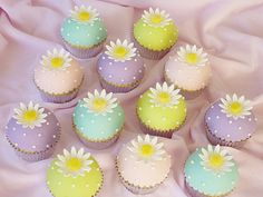 Spring cupcakes by Swedish Cakes (Linda), via Flickr