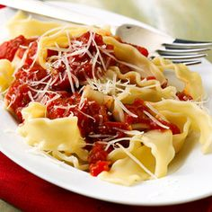 Pasta with Red Pepper Sauce This vibrant vegetable sauce is great for vegetarian meals. Use it over pasta, vegetables, or beans instead of a marinara sauce. Red Pepper Pasta, Red Pepper Sauce, Red Sauce, Low Salt Recipes, Low Sodium Recipes, Low Sodium Meals, Pasta Recipes, Dinner Recipes, Cooking Recipes