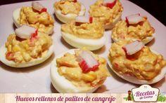 Huevos rellenos de palitos de cangrejo - Los huevos rellenos son un plato muy fresco y rico para esta época del año donde el calor aún aprieta. Además, es una receta muy sencilla y rápida de hacer en esos momentos en los que los días de playa se alargan hasta el atardecer. También, estos huevos rellenos son muy versátiles ya que su rel... - http://www.lasrecetascocina.com/2014/09/03/huevos-rellenos-de-palitos-de-cangrejo/