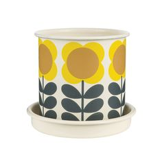 Bring retro charm to your outdoor space with this Big Spot flower plant from Orla Kiely. Featuring Orla's recognisable print, this vibrant enamel pot is perfect for growing herbs and small plants an
