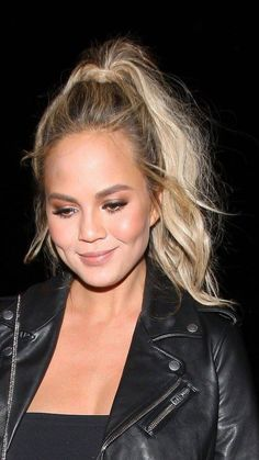 Chrissy Teigen hair, high pony and bronzed makeup