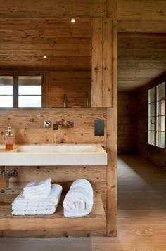 salle de bain en bois massif, chalet habitable en bois, plafond en bois massif