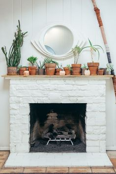 Brick Fireplace Mantel Decor New Fireplace Mantel Decor Mantel & Surround Ideas by the Pros Home Decor Styles, White Brick Fireplace Decor, Brick Fireplace Decor, Cozy House, Stone Fireplace Designs, Fireplace Decor, Fireplace, Home Maintenance, Living Room Designs