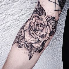 Image via We Heart It #rosa #blancoynegro #tatuaje